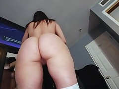 Boyfrend oils butt of pretty hottie in advance of banging her fur pie